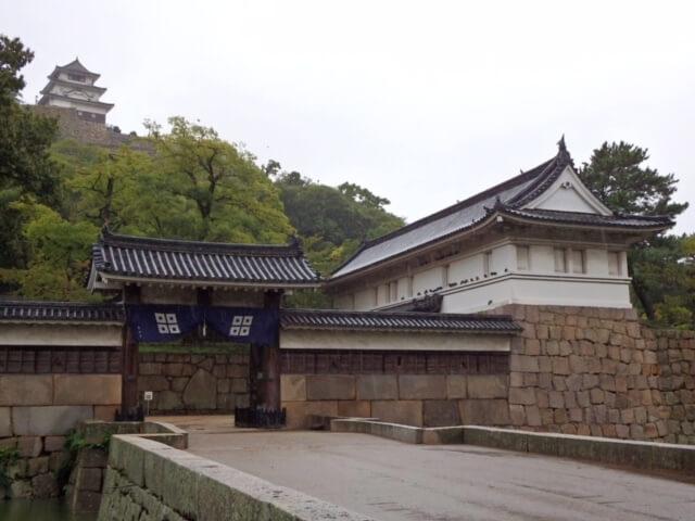 丸亀城大手門(本荘良智)