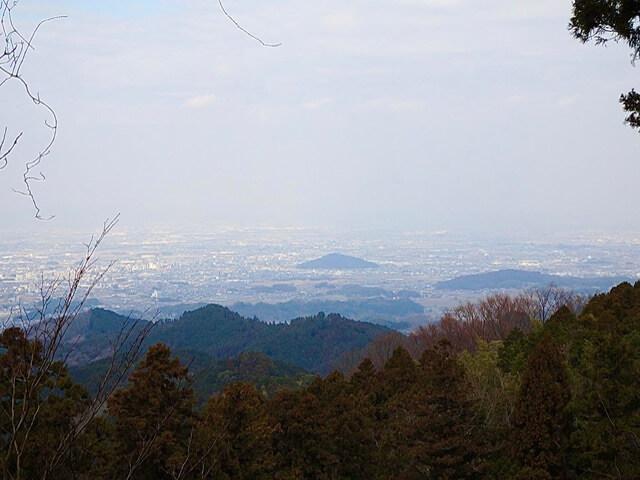 大和高取城国見櫓趾から奈良盆地の眺望(本荘良智)