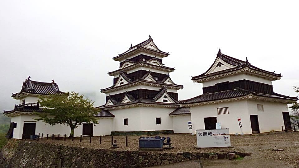 城内側から見る天守と現存櫓
