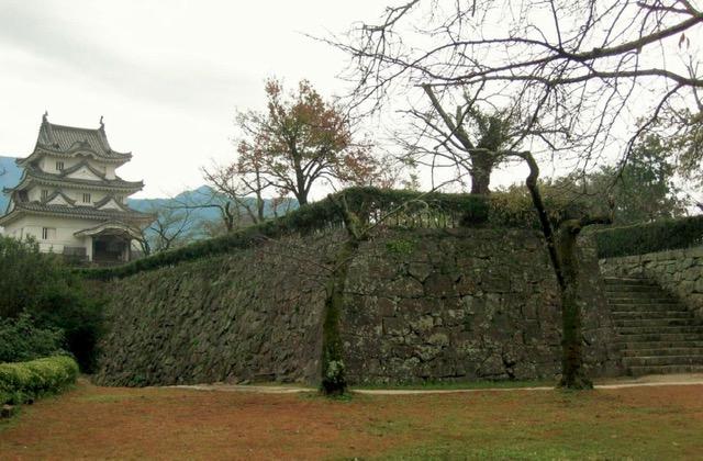 宇和島城二ノ丸跡から見た本丸