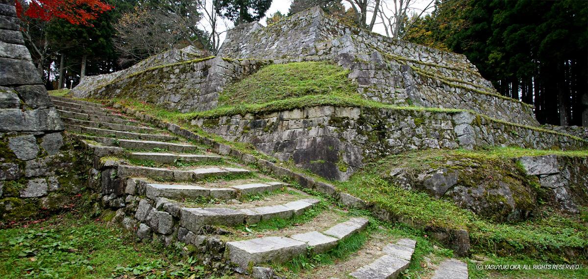 六段壁と呼ばれる岩村城本丸虎口石垣